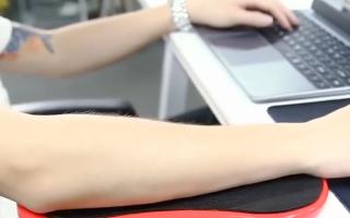 Rotierende Computerarmstütze