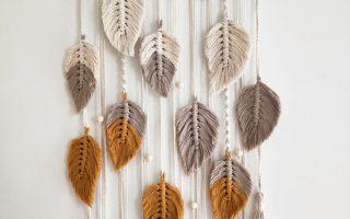 Schöner fallender Blätterentwurf, der Blätter, Zöpfe, Perlen, Torsionen kennzeichnet. Kann in 3 Farben der Wahl gemacht werden, solange ich diese Farben habe ...