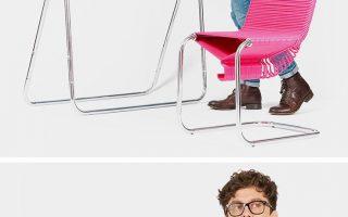 Der Coat Check Chair bietet Ihnen einen Sitzplatz sowie eine lebenslange Versorgung mit Kleiderbügeln!