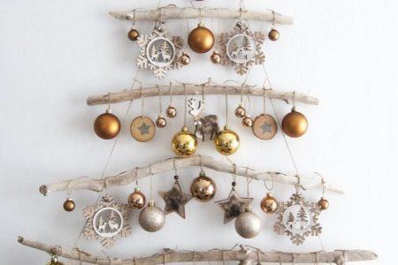 kleine Gartendekoration #Garten #dekoration #Gartendekoration Auf der Suche nach einer einzigartigen Dekoration für Weihnachten 2019 Diese Wandmontage Weihnachten ...