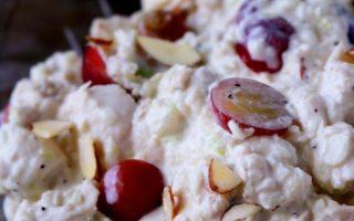 Hühnersalat mit Trauben und Mandeln