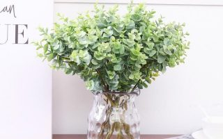 """Ein Bündel künstlicher Eukalyptusblätter 16.14 """""""