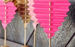 DIY gefaltete Papierherzen zum Valentinstag #paperprojects Einfache DIY gefaltete Papierherzen zum Valentinstag /// Von Faith Provencher of Desig ...