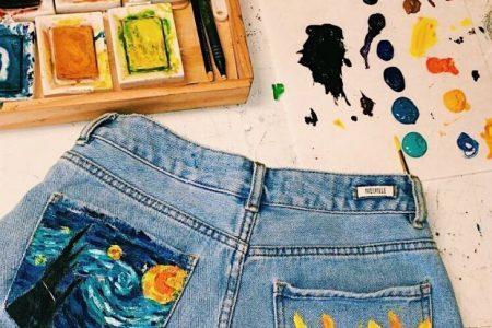 Also tragen Künstler Shorts, sie malen sie! Sonnenblume- und Sternennachtmalerei auf Jeanskurzschlüssen. So cool! #jeanskurzschlussen #kuns ...