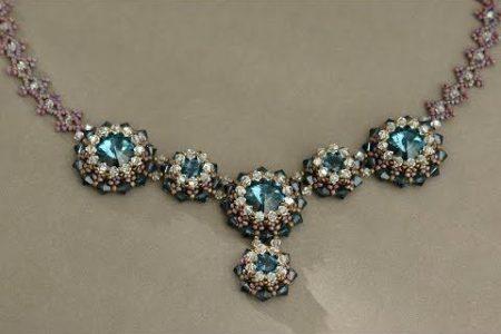 Sidonias handgefertigter Schmuck - Blue Roses Halskette - Swarovski Halskette P1