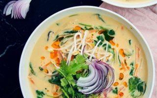 Thai-Erdnuss-Kokos-Suppe mit Reisnudeln   Rezept mit Video   Küchengeschichten
