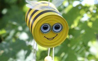 DIY hängende Biene basteln Gartendekoration