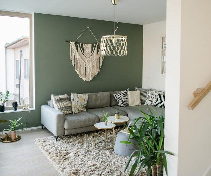 Wohnzimmer mit grüner Wandfarbe
