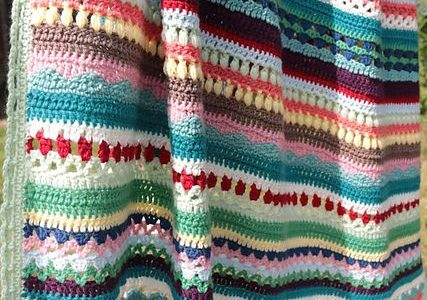 [Free Pattern] Verleihen Sie Ihrer Wohnkultur mit dieser fröhlich gefärbten afghanischen Häkelarbeit - Stricken und Häkeln täglich etwas mehr Farbe