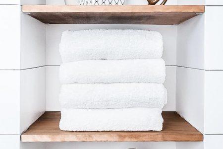 Bauernhaus Badezimmer Verjüngungskur mit kleinem Budget! - Joyful Derivatives, #Bathroom #BathroomFarmhouse