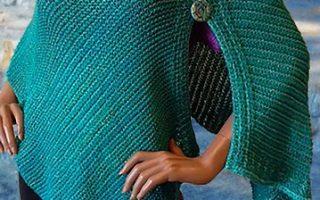 Blue Heron Yarns Buttoned Shawl / Wrap-Muster von Blue Heron Yarns