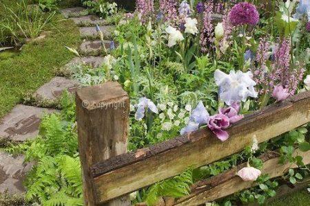 So geben Sie Ihrem Garten eine ländliche, rustikale Atmosphäre - einfaches Sommer-DIY-Design