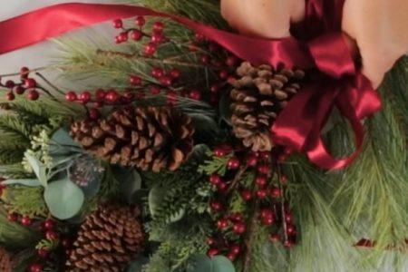 Wie man einen Weihnachtskranz für Ihre Haustür macht